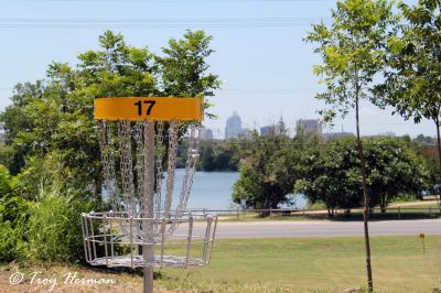 Roy G. Guerrero Park, Main course, Hole 17 Putt
