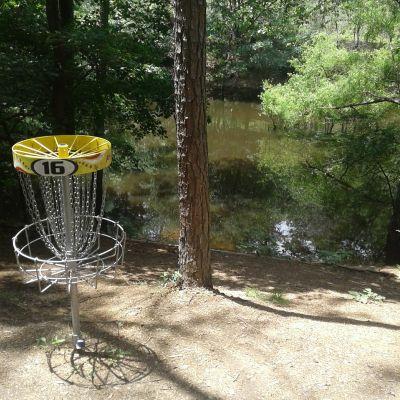 Inverness Disc Golf Park, Main course, Hole 16 Putt
