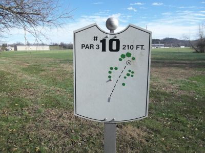 Graham Memorial Park, Main course, Hole 10 Hole sign