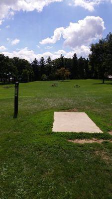 Katherine Legge Memorial Park, Main course, Hole 2 Tee pad