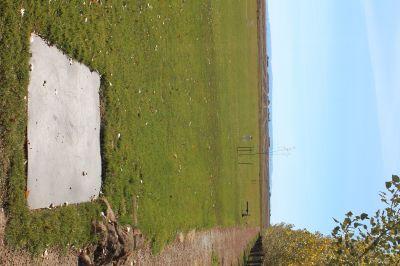 Hazelton DGC, Main course, Hole 1 Tee pad