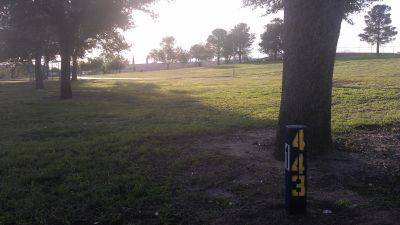Lionel Forti Park, Main course, Hole 1 Tee pad