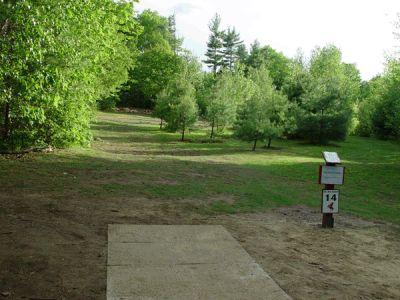 Dragan Field, Main course, Hole 14 Tee pad