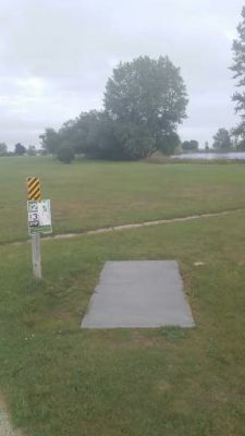 Ludington Park, Main course, Hole 2 Tee pad