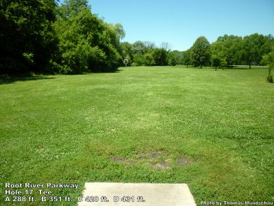 Root River Parkway, Main course, Hole 17 Tee pad