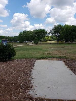 Frank Liske Park, Main course, Hole 17 Tee pad