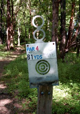 Browns Point/Buzzy's Creek, Main course, Hole 8 Hole sign