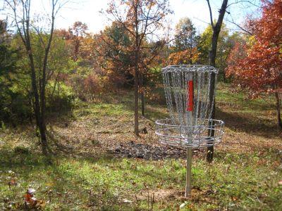 Veteran Hills Disc Golf Course - Viroqua VFW, Main course, Hole 4 Reverse (back up the fairway)