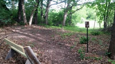 Veteran Hills Disc Golf Course - Viroqua VFW, Main course, Hole 9 Tee pad