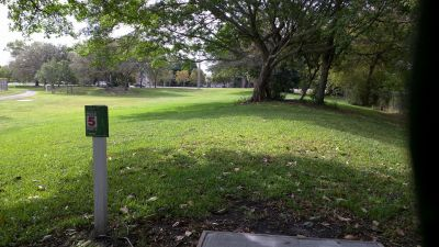 Brian Piccolo Park, Main course, Hole 5 Tee pad