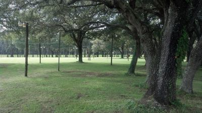 Twin Oaks Park, Boggy Bayou, Hole 1