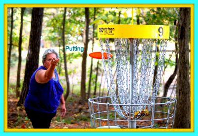 International Disc Golf Center, WR Jackson Memorial, Hole 9 Putt
