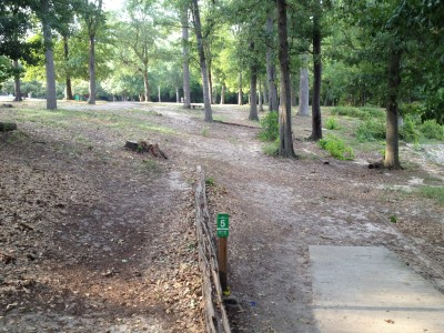 Pendleton King Park, Main course, Hole 5 Tee pad