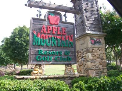 Apple Mountain, Main course, Hole 1 Hole sign
