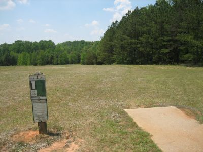 Lake Russell, Main course, Hole 1 Tee pad