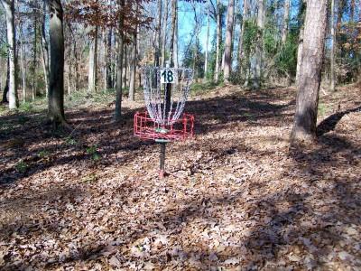 Hurricane Shoals Park, Main course, Hole 18 Putt