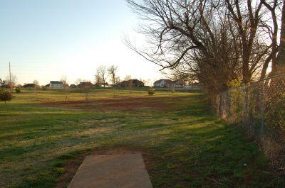 Basil Griffin Park, Main course, Hole 14 Tee pad