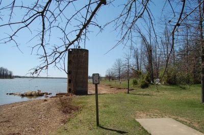 Freeman Lake Park, Main course, Hole 14 Tee pad