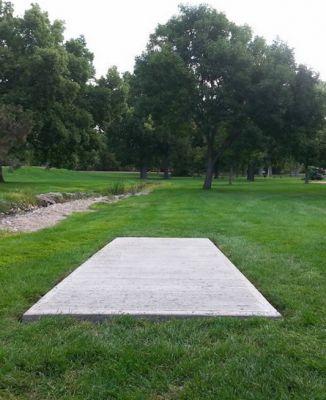 Pioneer Park DGC, Main course, Hole 1 Tee pad