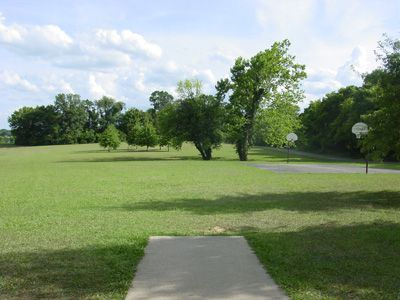Sanders Ferry Park, Main course, Hole 2 Tee pad