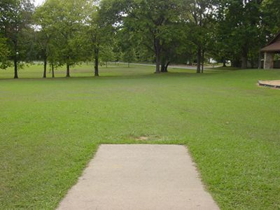 Sanders Ferry Park, Main course, Hole 1 Tee pad