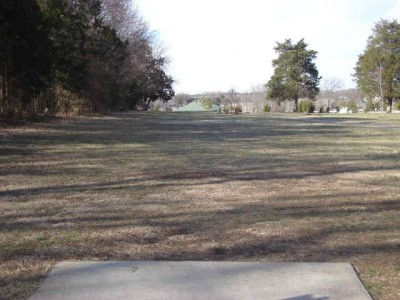 Barfield Crescent Park, Main course, Hole 11 Tee pad