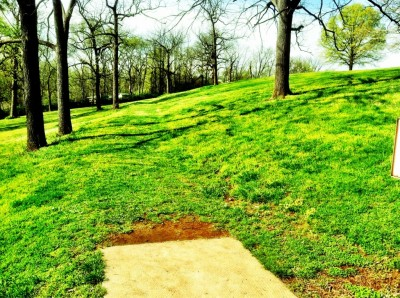 Two Rivers Park, Main course, Hole 9 Tee pad