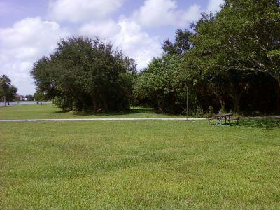Tradewinds Park, Main course, Hole 2 Midrange approach