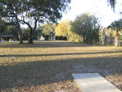USF Riverfront Park, Main course, Hole 2 Tee pad